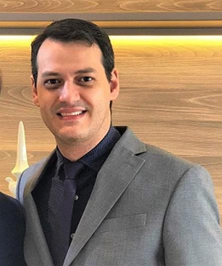 Dr. Daniel Alexandrino